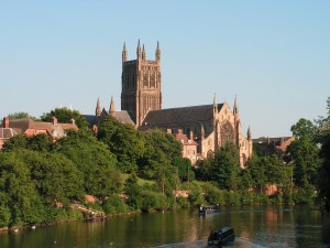 Worcester-Cathedral-from-bridge-with-2-narrowboats-L